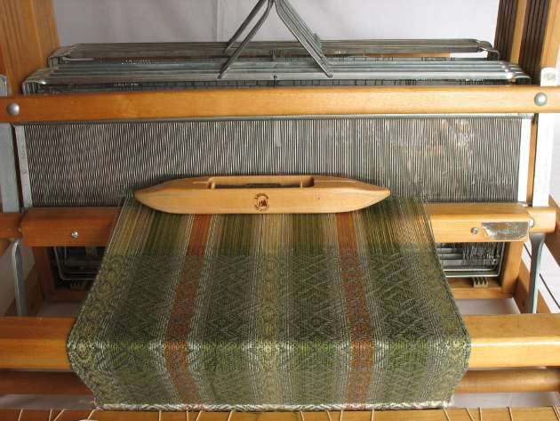 A table loom