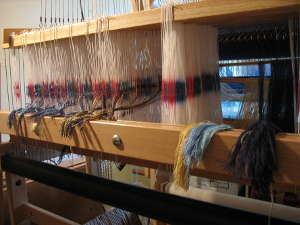 Threading heddles